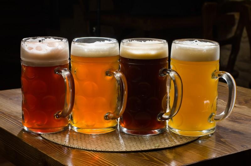 А можно и вовсе обойтись без пивоварни и смесей, вот самый простой рецепт домашнего пива бар, вино, пиво, сделал сам