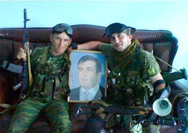 Грузинские наёмники убили солдат киевской хунты и отрезали им уши