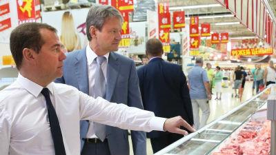 Медведев: Полок пустых нет