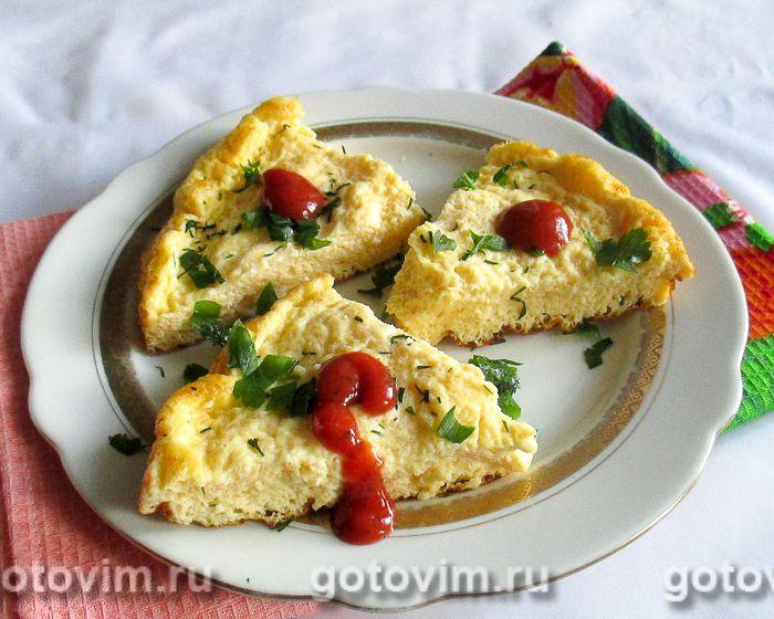 Омлет с плавленым сыром в мультиварке. Фотография рецепта