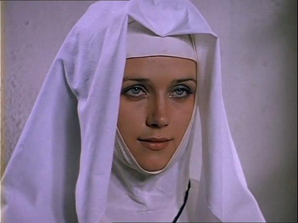 Ирина Алферова в образе Констанции.
