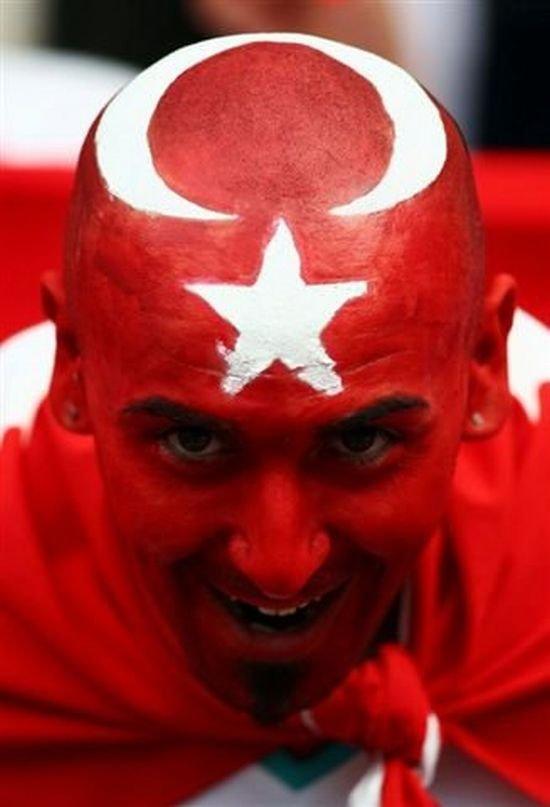 Я сам турок, сын турецкоподанного офицера. Поверьте, у нас не все так однозначно.....)))