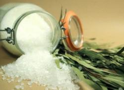 Соль закапывали возле каждого угла дома, чтобы предохранить его от нечистой силы.