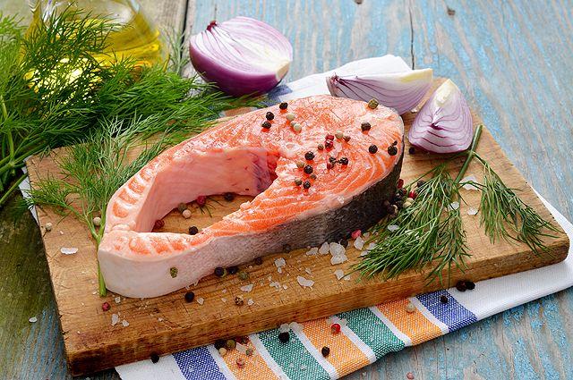 Горбуша против сёмги. Как выбрать красную рыбу к новогоднему столу?