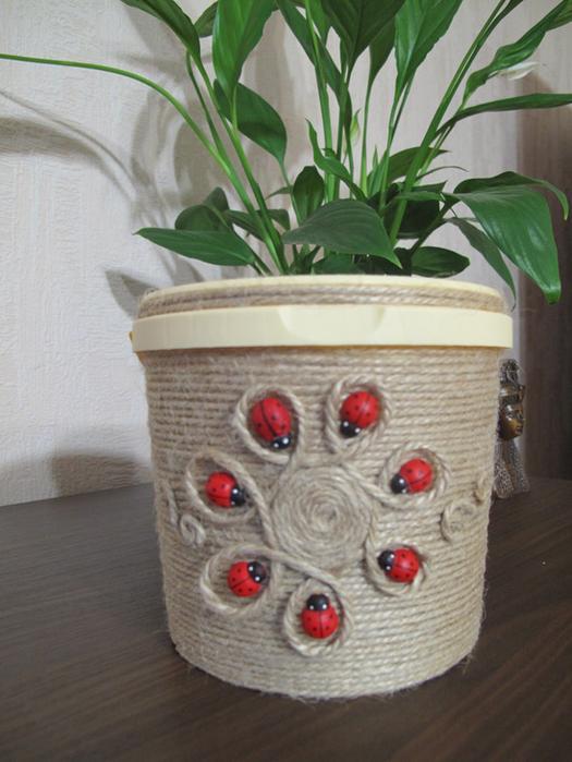 Горшок из ведра для цветов