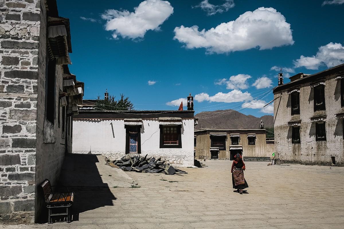 shigadze08 В поисках волшебства: Шигадзе, резиденция Панчен ламы и китайский рынок