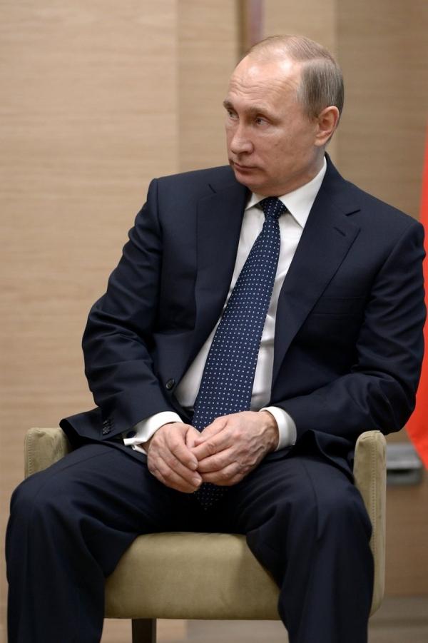 Путин: связывать отмену санкций против РФ с реализацией минских соглашений бессмысленно