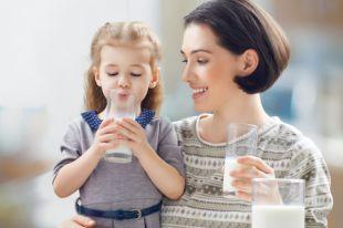 С первого дня жизни. Как правильно пить молоко детям и взрослым?