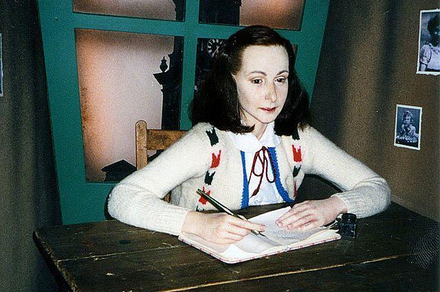 По мотивам «Дневника Анны Франк» издадут комикс и выпустят мультфильм