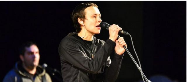 Юлия Чичерина в новой песне обратилась к миру от имени погибшей девочки из Зугрэса