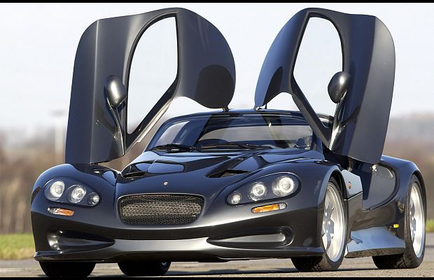 Vertigo от Automobiles Gillet — разработка бельгийского гонщика Тони Жилле. Эта серия суперкаров создаётся полностью на заказ, при этом не отступая от потрясающего футуристического дизайна. Владелец Vertigo также получает эксклюзивный доступ к бельгийским гоночным трассам, пока инженеры Gillet поддерживают его авто в форме.