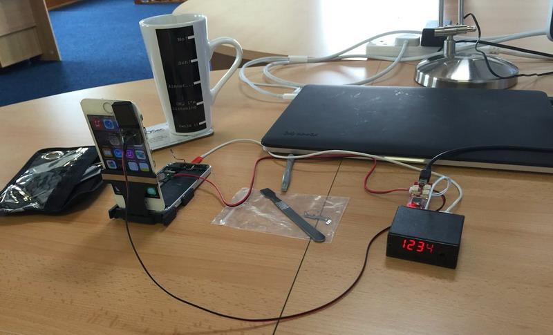 Это маленькое устройство способно подобрать пин-код к любому iPhone