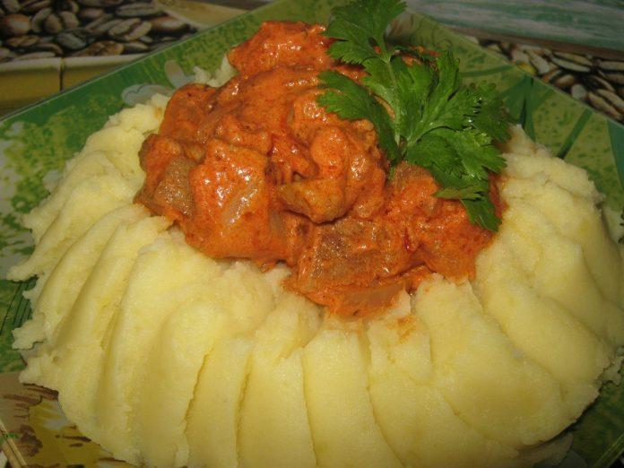 Универсальное блюдо для любого повода — свинина тушёная в соусе