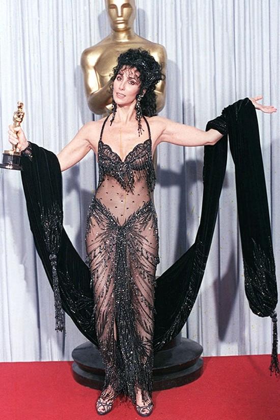 «Голые» платья звезд: самые скандальные наряды знаменитостей