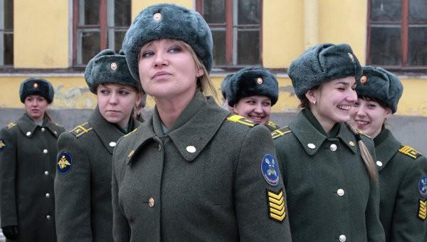 Более 220 девушек смогут поступить в военные вузы России в 2015 году