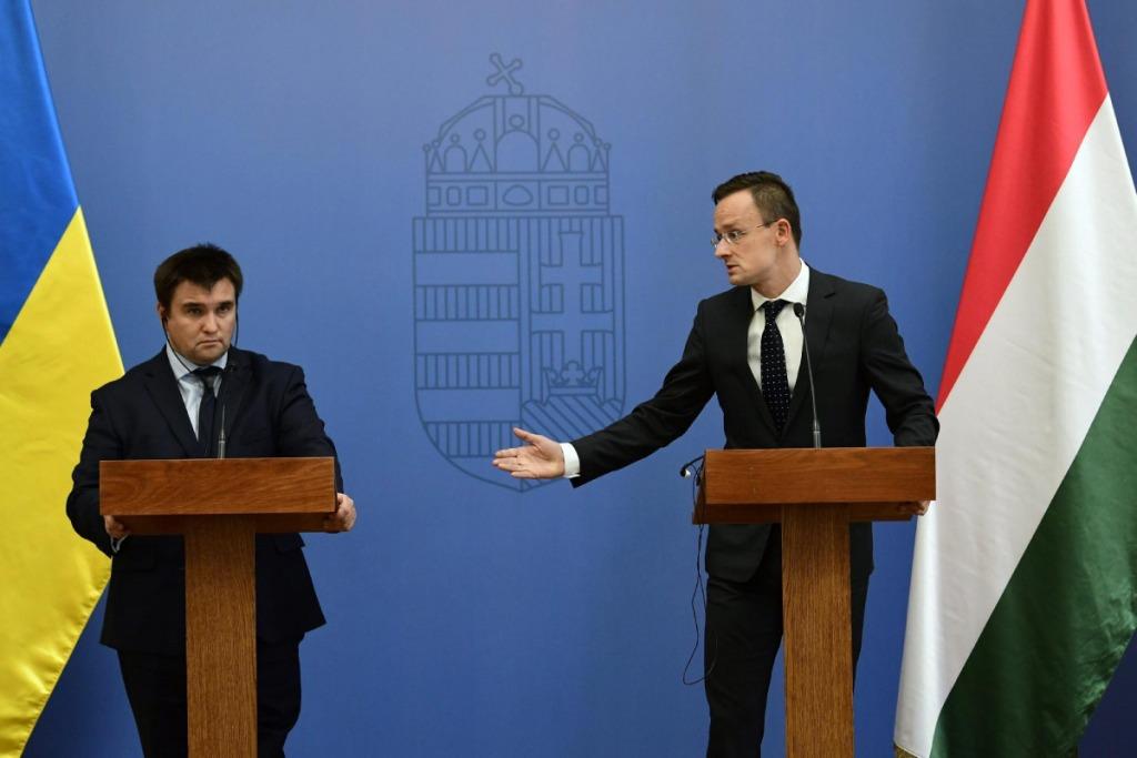 Киев и Будапешт ополчились друг на друга. Опять. И во всём, разумеется, виновата Москва.