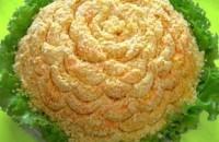 Салат новогодний с куриной печенью «Одуванчик».