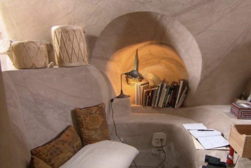25 лет в полном одиночестве он создавал подземный сказочный мир