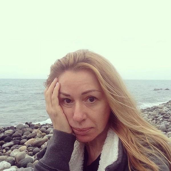 Алена Апина: в 51 год женщина может на стесняться селфи без макияжа?