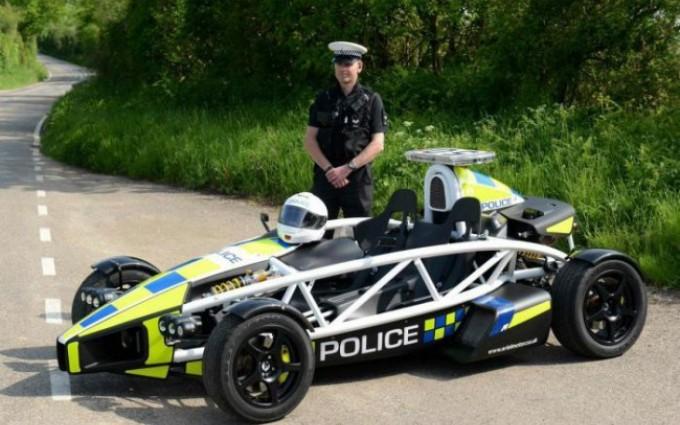 На службе в британской полиции  Ariel Atom