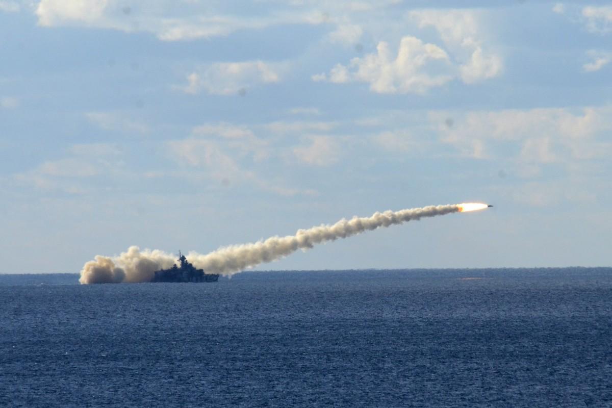 Россия впервые применила новые ракеты для уничтожения непрошенных гостей у берегов Крыма