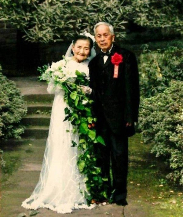 98-летние супруги из Китая повторили день своей свадьбы в честь 70-летия совместной жизни