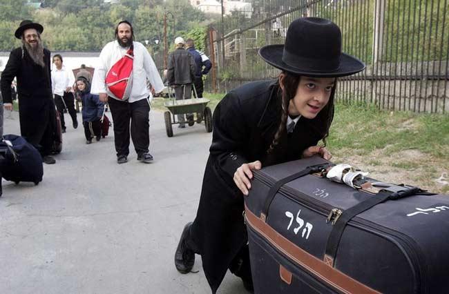 Евреи – у вас есть своя страна, езжайте туда !