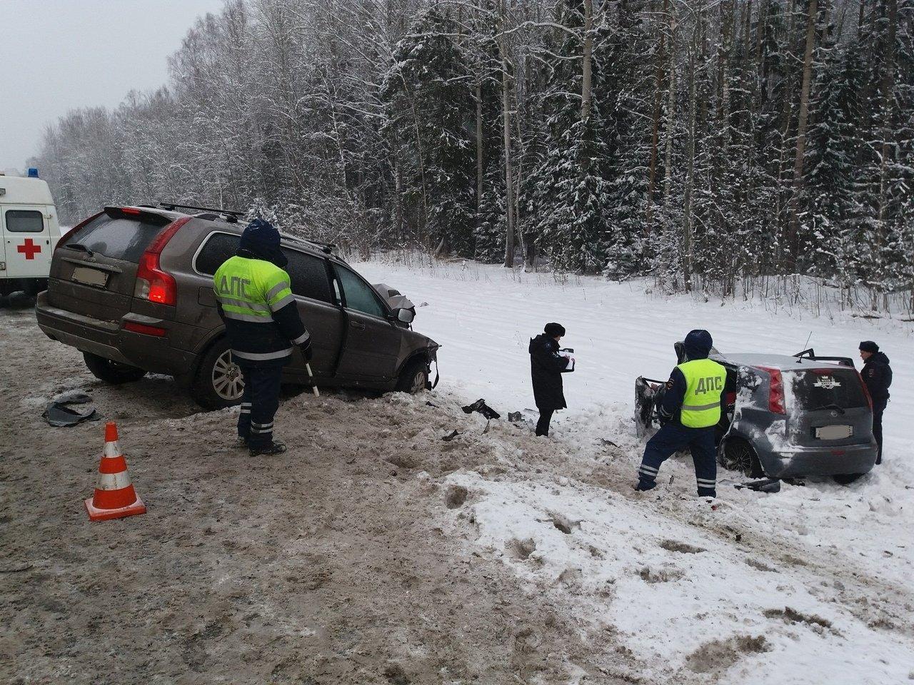 В Новосибирске человек пострадал при столкновении пяти автомобилей