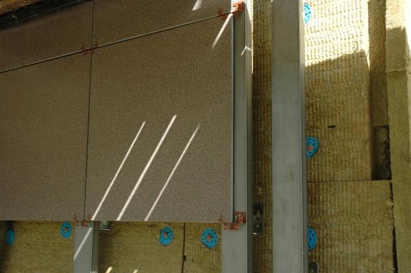 Фрагмент вентилируемого фасада. Фото Rockwool