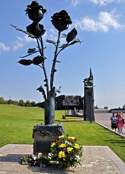 Донецк – донецкие стальные розы, трагедия