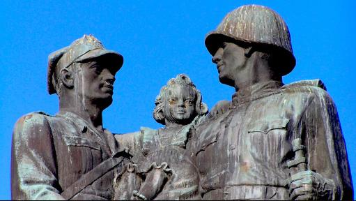 Власти польского города Легница демонтировали памятник благодарности Советской армии