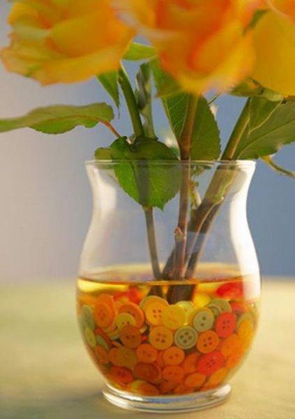 Декорирование пуговицами вазы для цветов
