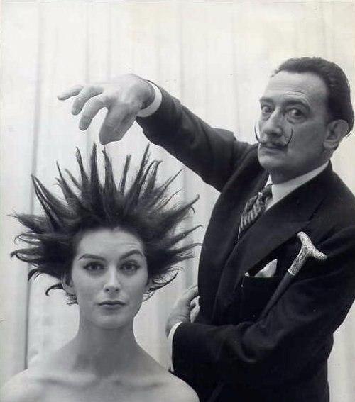 Что у женщины в голове, то должно быть и на голове.