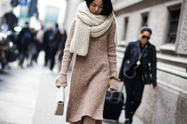 Как выбрать базовое вязаное платье на зиму