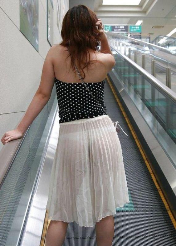 Девушки в прозрачных одеждах