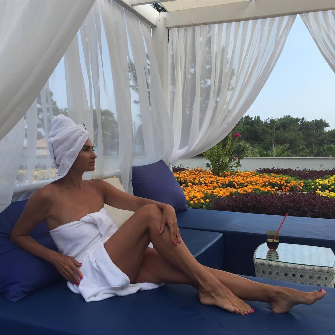46-летняя Бледанс показала себя голой