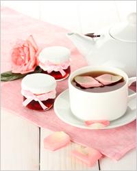 чай с вареньем из роз
