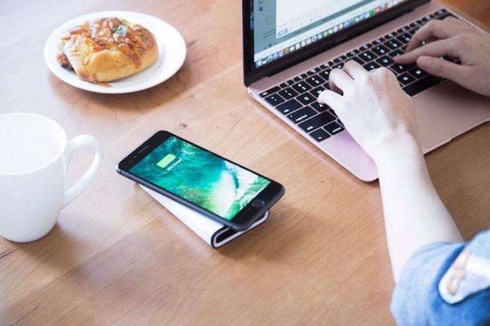 Телефон может «понимать», что вы печатаете на компьютере.