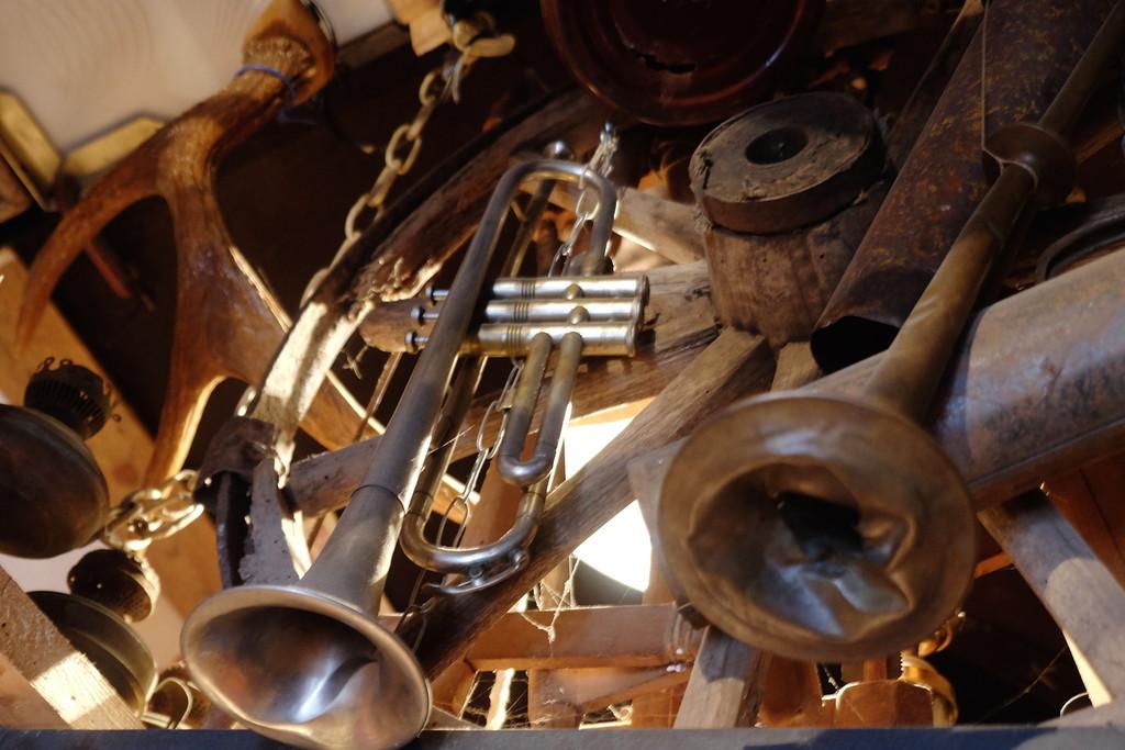 12. Отдел музыкальных инструментов. вещи, старик, старые