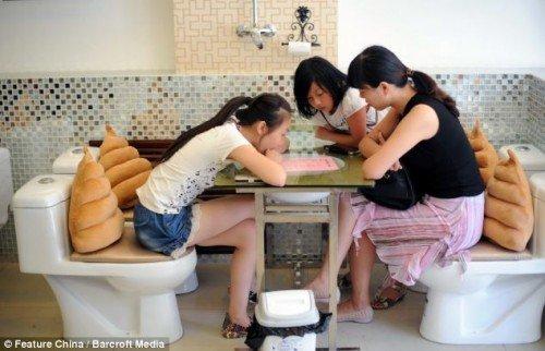 Туалетные кафе становятся по…