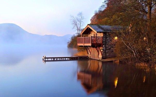 Дом у озера. Красота.