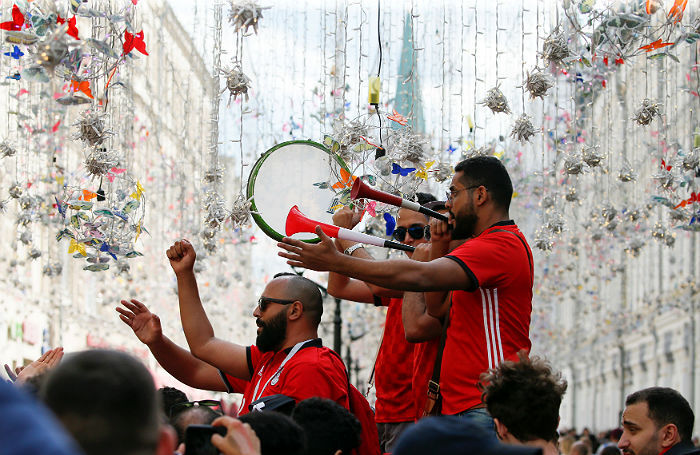 Москва тусовочная: праздник футбола в барах, на улицах и теплоходах