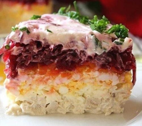 Салат генерал.<br /> <br /> Этот сытный и остренький салат с мужественным названием придётся по вкусу всем!