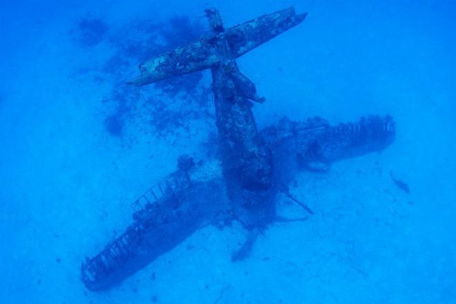 Подводное кладбище самолетов: как американские авианосцы избавлялись от боевой техники