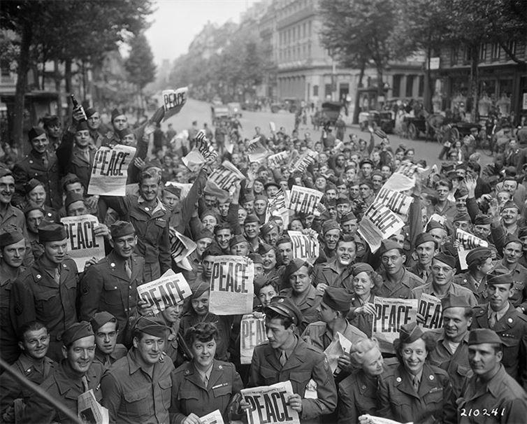 11. Солдатские празднества в честь окончания Второй мировой войны. история, неизвестные фото, фото