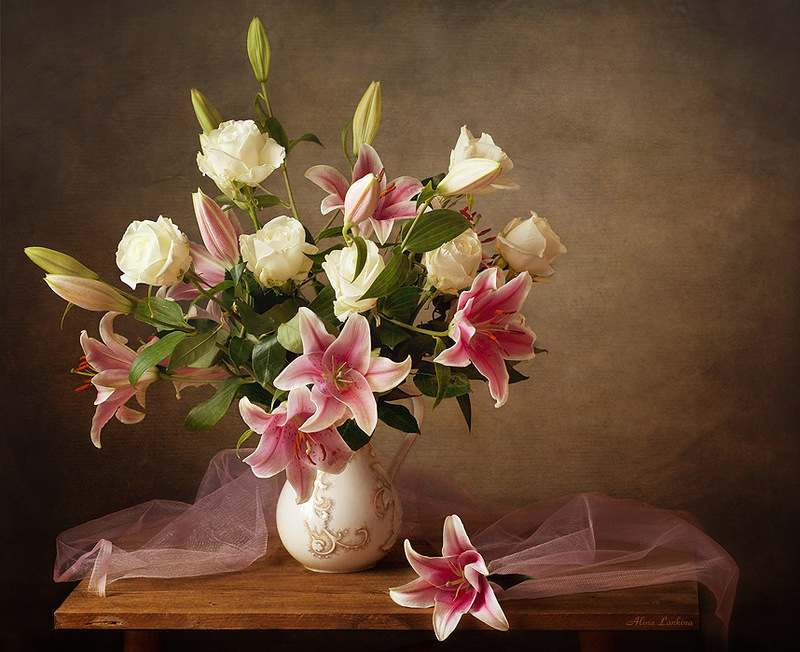 Цветы лилия в вазе фото