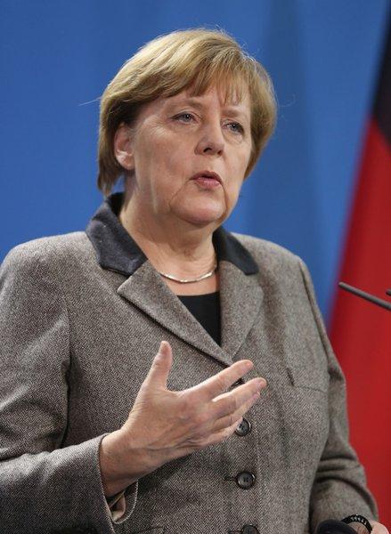 США нападали на всех, кто не платит за нефть $. Европа следующая? Кто смеет противостоять?