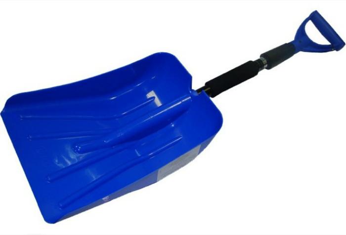 Лопата со съемной ручкой, которая должна быть в багажнике каждого автомобиля.