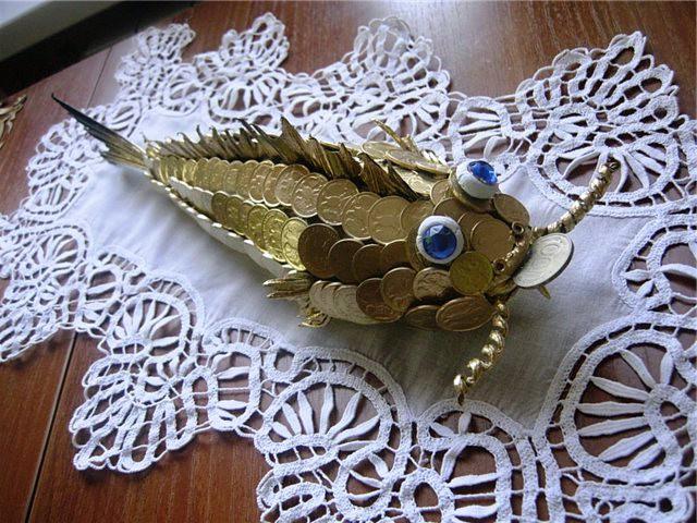 Золотая рыбка из монет должна приносить в дом финансовый успех монетки, поделка