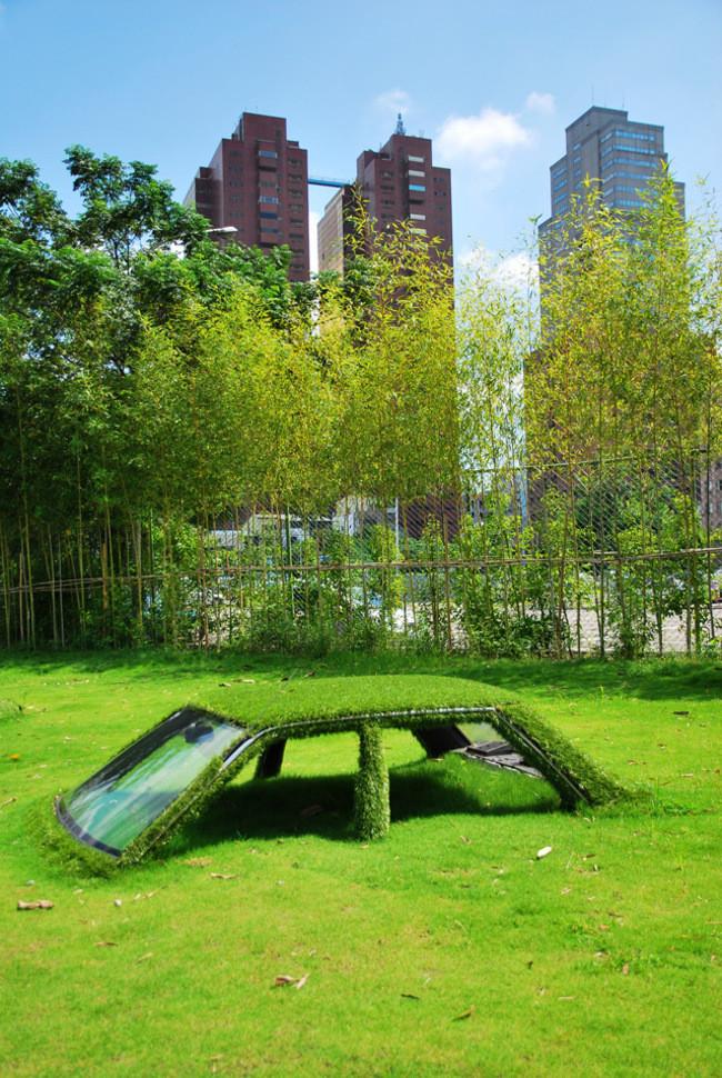 Автомобиль в траве на Тайване заброшенное, природа, разрушение, цивилизация